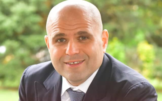 Businessman Josh Eisen of Harrison who withdrew his candidacy as a Republican wants to get back in the race and run as an independent unaffiliated candidate seeking to succeed U.S. Rep. Nita Lowey in the 17th Congressional District.