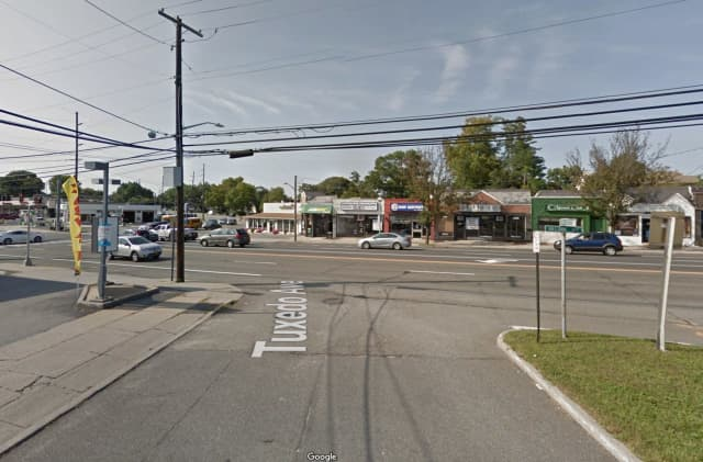 The intersection of Hillside Avenue and Tuxedo Avenue in Garden City.