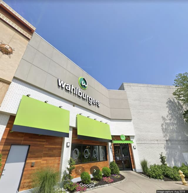 The Wahlburgers at the Westfield Trumbull Mall has closed its doors.