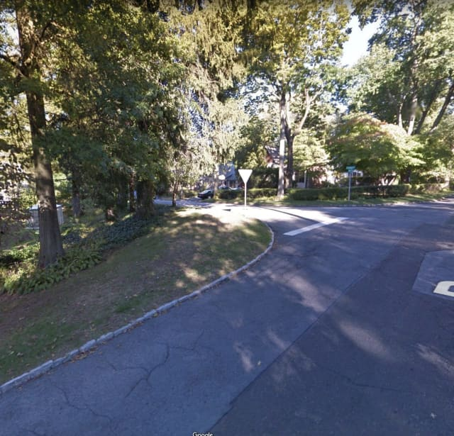 The intersection of Coralyn Road and Reynal Crossing in Scarsdale.