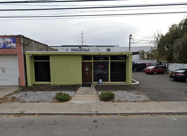 La Terraza Bar & Grill in Lindenhurst