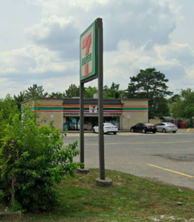 7-Eleven on Lakeshore Way in Brick