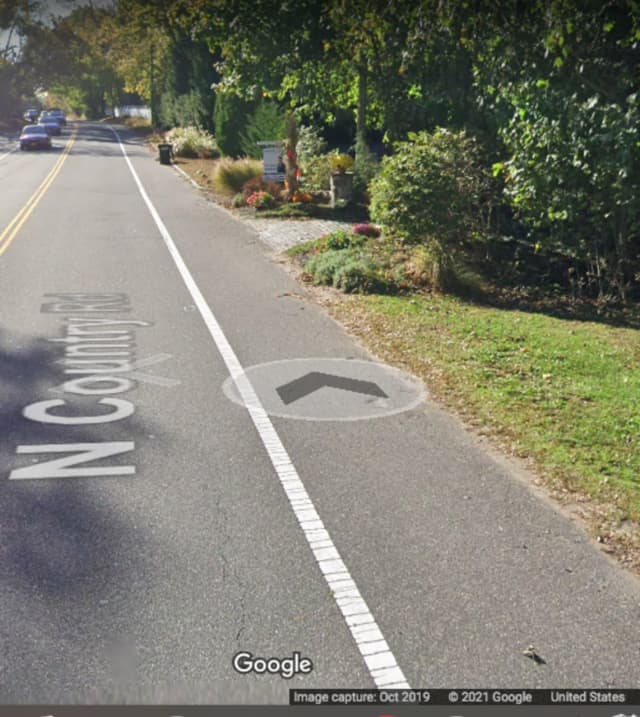 The area of North Country Road in Mount Sinai where the incident happened.