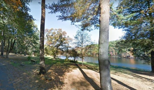 Dean Pond Park