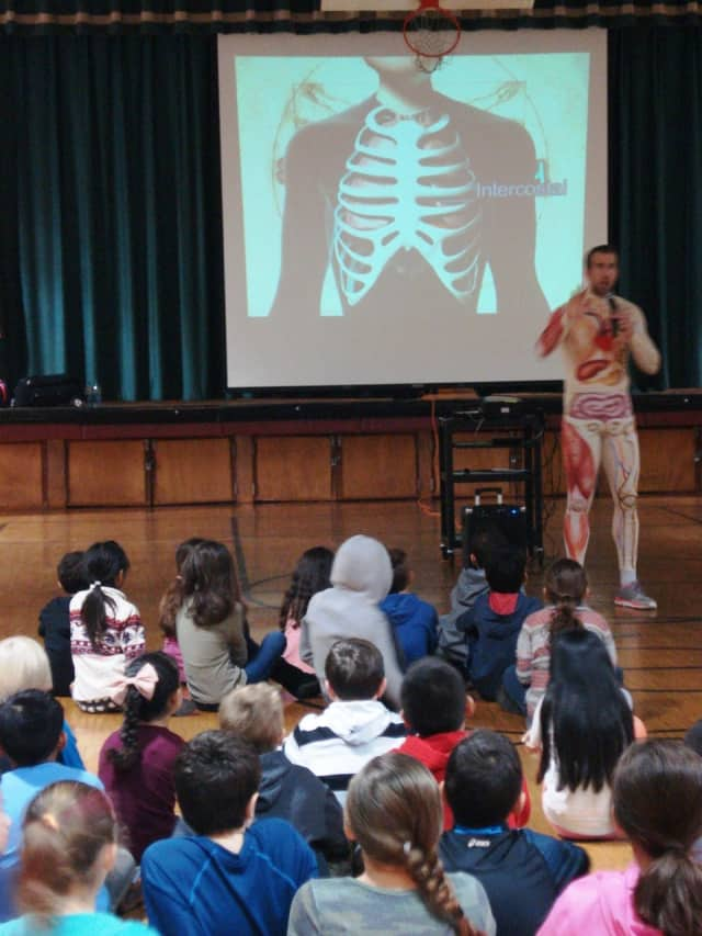 Slim Goodbody speaks to students at Parkway Elementary School.