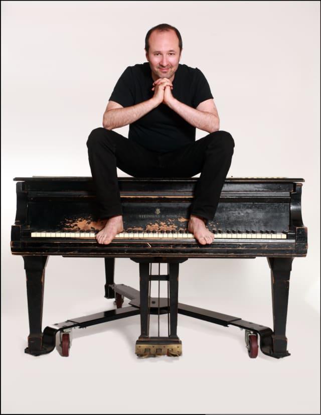 Award-winning composer Steven Lutvak will perform at a concert fundraiser in Closter.