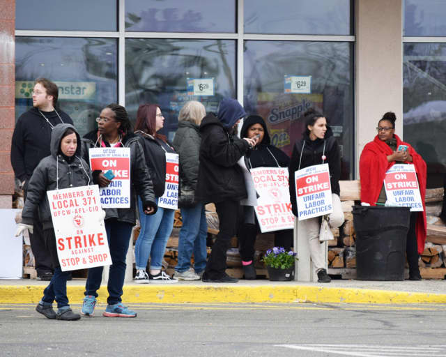 Stop & Shop workers protesting