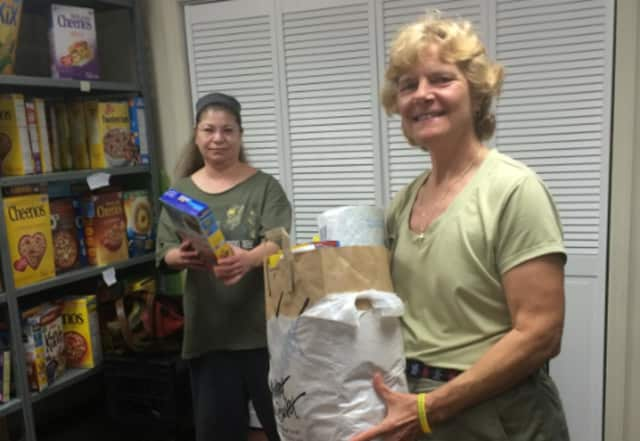 Teri Noel (r.) of TD Bank, Beri Raffiani (l.) of the Fair Lawn Food Pantry