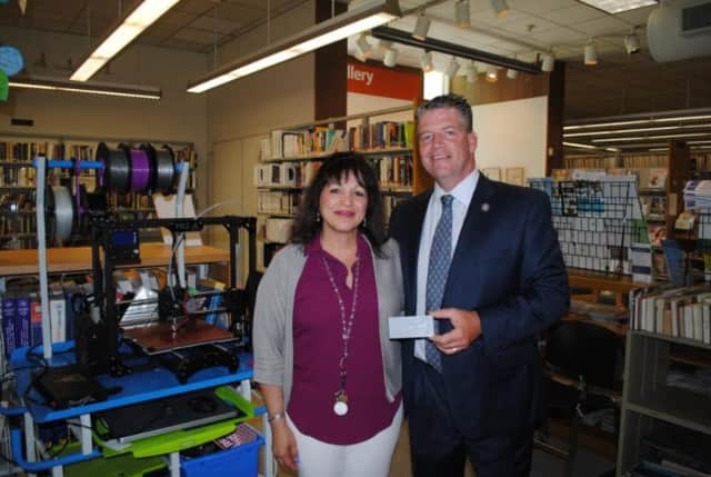 Library Director Yvonne Cech presented State Sen. Terrence Murphy with a plaque made with the printer.