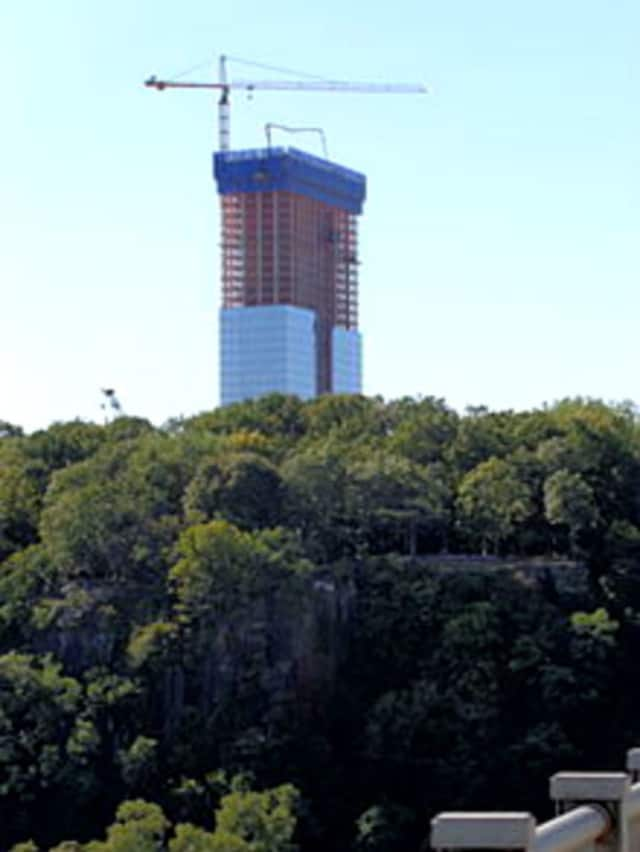 A developer wants to build a 17-story hotel in Fort Lee.
