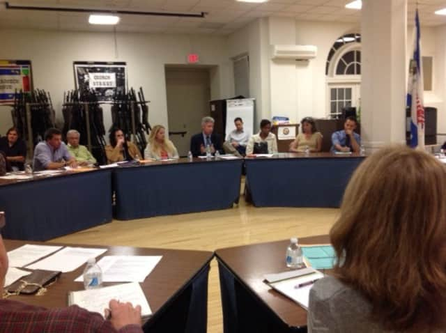 The White Plains Council of Neighborhood Associations discussed education issues at its Wednesday meeting.