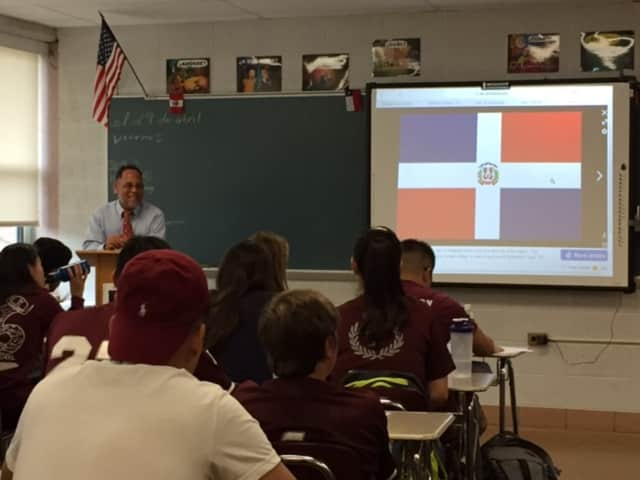 Native Dominican educator visits Valhalla High School Spanish students.