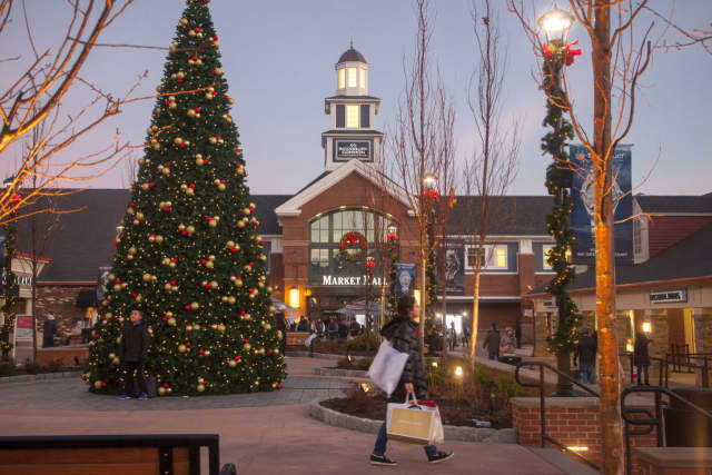 Woodbury Common is decked out and ready for holiday shoppers.