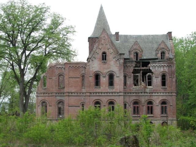 Wyndeclyffe, the former Rhinebeck home of wealthy New York socialite Elizabeth Schmerhorn Jones, is going on the auction block this week.