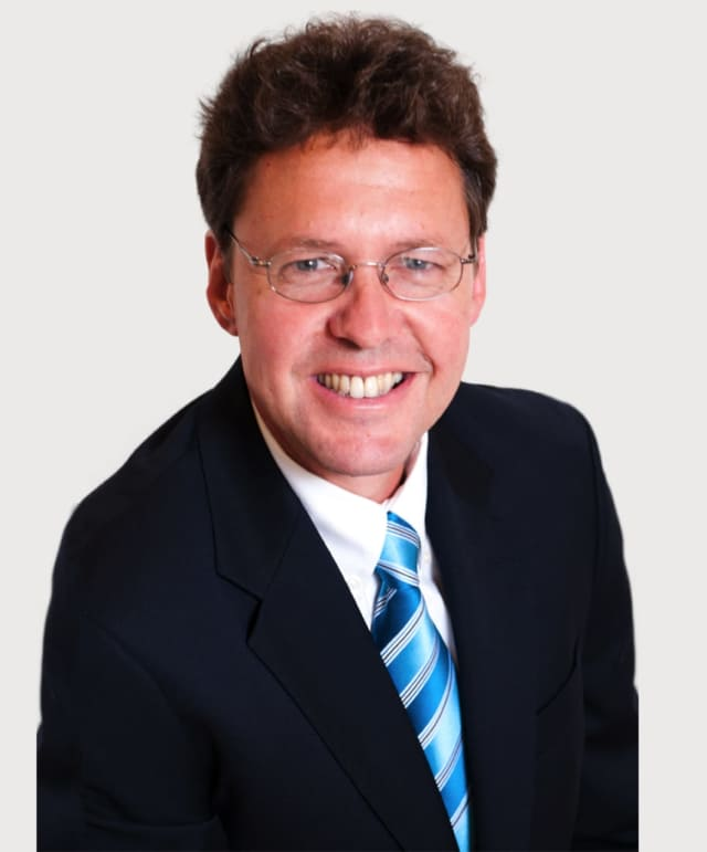 John Kincart of Houlihan Lawrence was named one of Westchester's top real estate agents of 2016.
