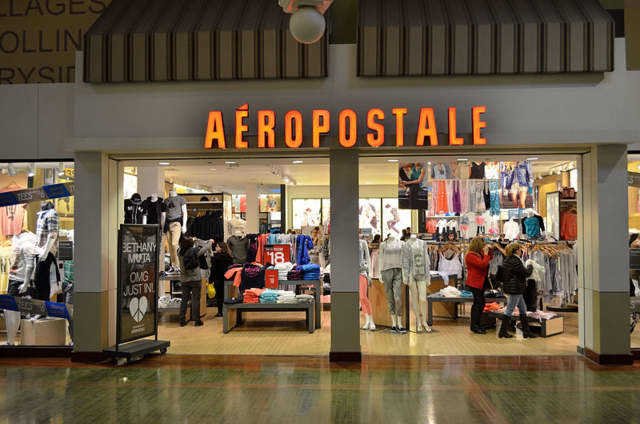 Aéropostale, a retailer of clothing for teenagers, has filed for bankruptcy and plans to close 100 of its 800 stores, including ones in Brooklyn and Manhattan.