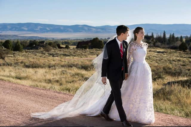 Actress Allison Williams with her new husband, entrepreneur Ricky Van Veen.