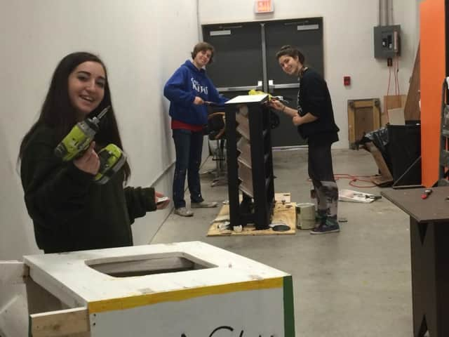Students work on a set for an Arc Stages play.