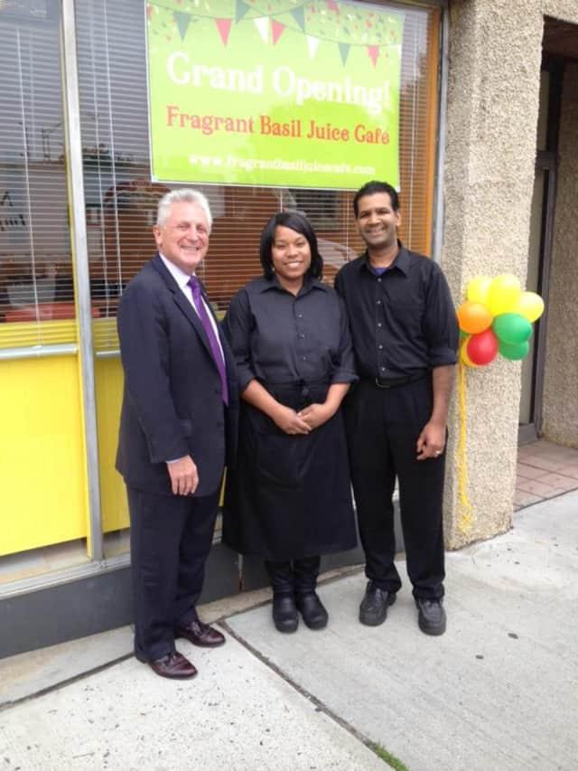 Mayor Harry Rilling celebrates the opening of Fragrant Basil Juice Cafe with Tanisha and Sean Williams.