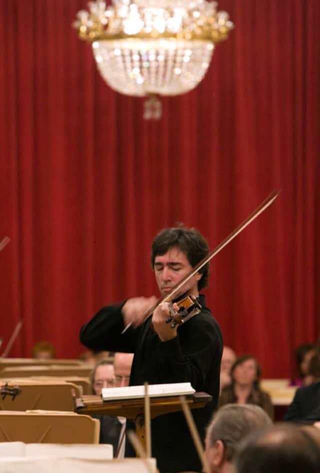 Acclaimed violinist Dmitri Berlinsky will appear in concert at First Presbyterian Church of Yorktown.