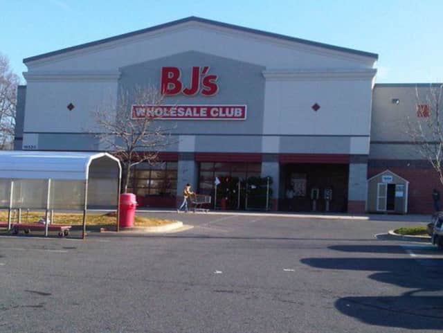A BJs employee in Pelham was arrested after being charged with stabbing a co-worker.