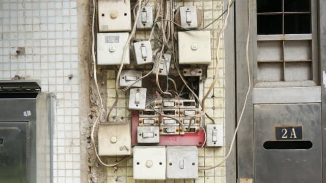 Risky electrical wiring (photo illustration)