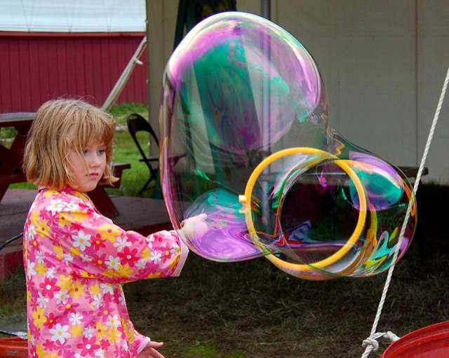 The East Rutherford Memorial Library will celebrate Holi, the spring festival, with a bubble art program on Tuesday, March 15 at 3:30 p.m.