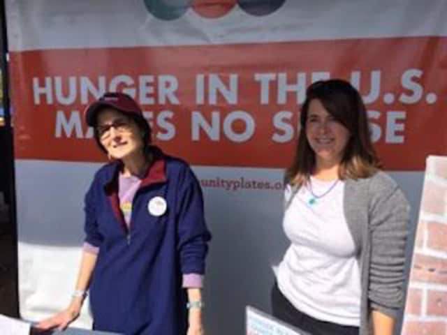 Hillary Gibson and Kate Albrecht — Community Plates volunteers