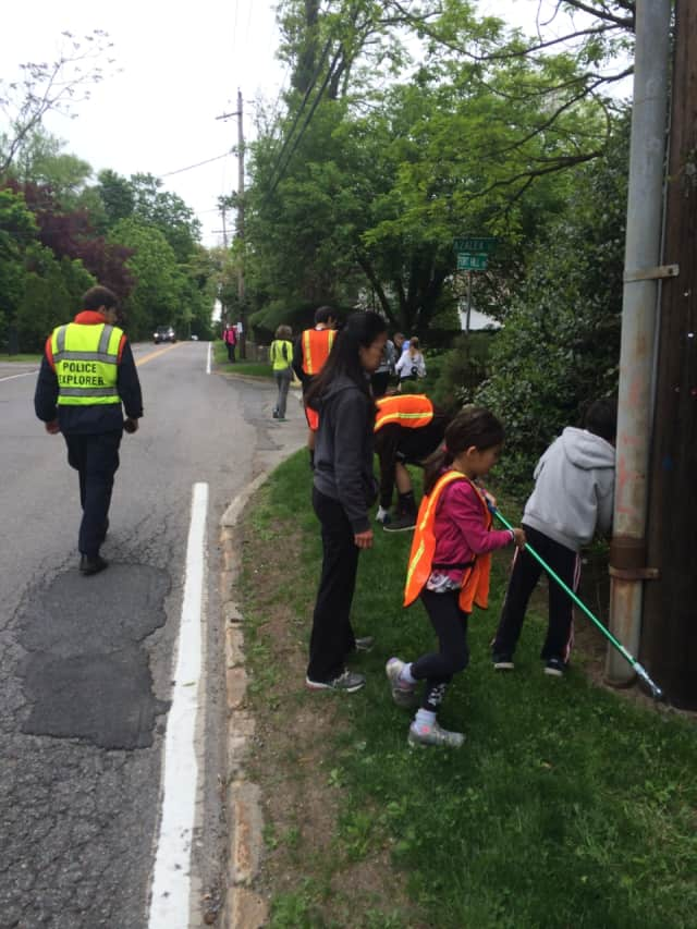 The community recently came together to clean litter along Fort Hill Road.