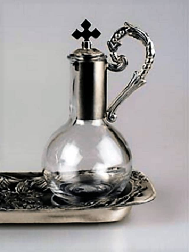 An example of a cruet.