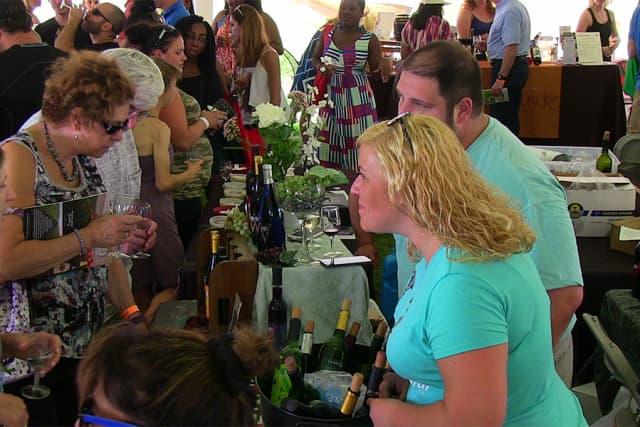 Guests savor a tasting at the 2018 Putnam County Wine and Food Fest. Courtesy Putnam County Wine and Food Fest.