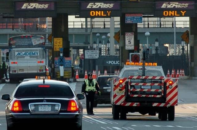 Arbitrator orders Port Authority to return lifetime E-Z Pass