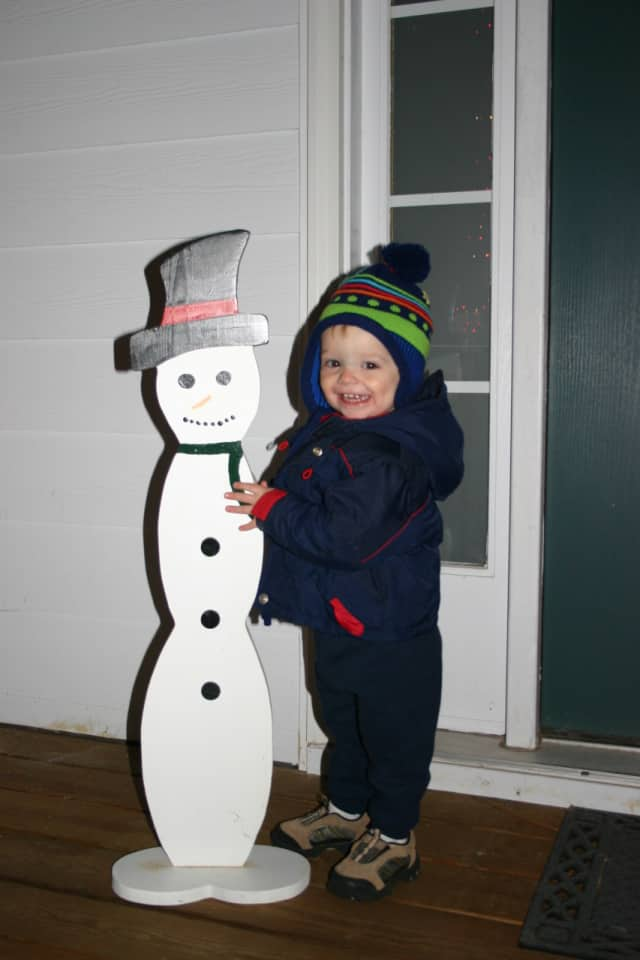 Youngsters are invited to a Wyckoff bagel snowmen decorating session.