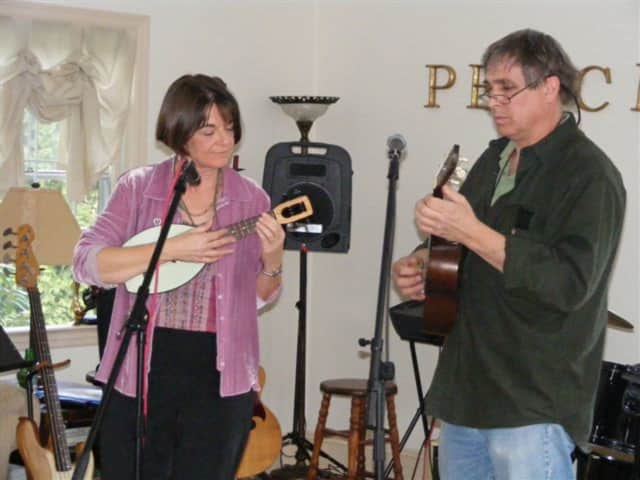Ukulele duet Greg Doyle and Wendy Matthews, known as The Edukated Fleas.