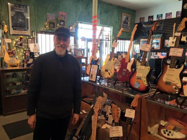 Katonah resident and jazz guitarist John Scofield won a Grammy Award on Monday.