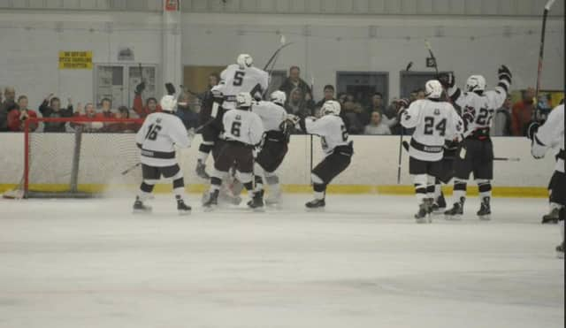 A no-cook fundraiser will benefit the Ridgewood High School hockey team.