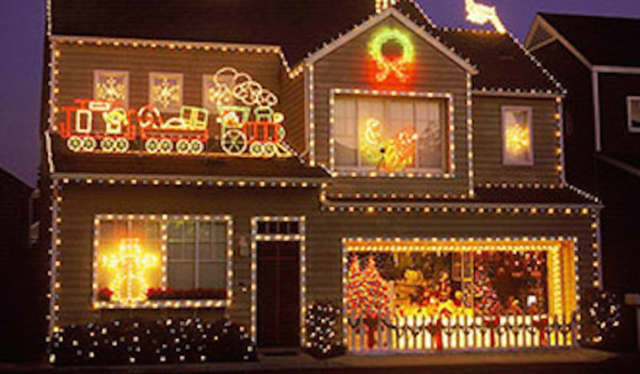 North Arlington Crowns 30 Homes For Best Holiday Decorations.
