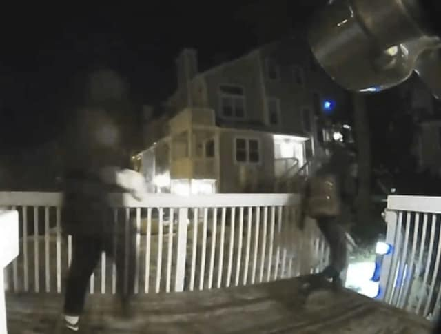CLICK accompanying video to see fleeing robbers.