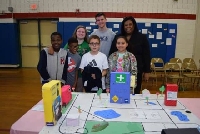 Cayleigh Carson, Ryan Oakes and Dr. Pauline Mosley of Pace University Seidenberg School of Computer Science and Information Systems with fourth-graders from Alice E. Grady Elementary.
