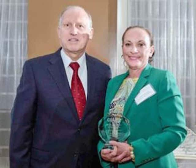 (l to r): Martin Kafafian, Chairman of the CIANJ Board of Directors and Debra Cannariato, First Vice President and Marketing & Sales Manager of Boiling Springs Savings Bank.