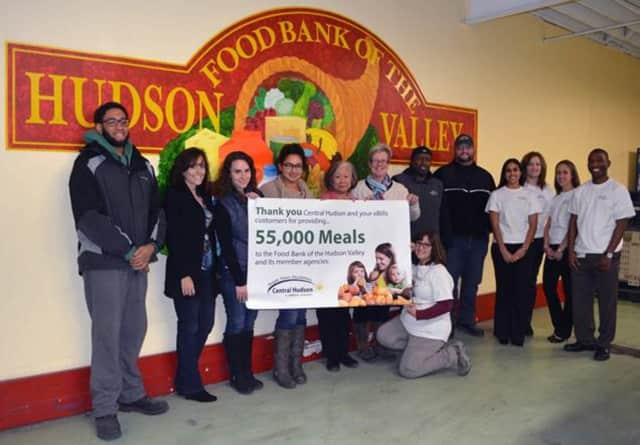 Central Hudson employees present resources for 55,000 meals to staff and volunteers of the Food Bank of the Hudson Valley, as part of the pledge to do so once enrollment in the utility's electronic billing program, e-Bills, reached 55,000 customers.