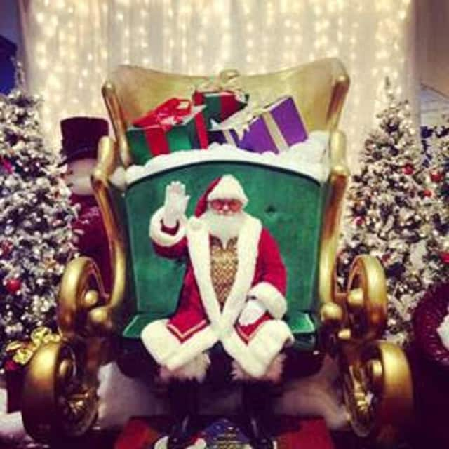 Santa Claus will be taking photos with pets Nov. 22 at the Jefferson Valley Mall.