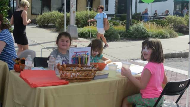 Kids enjoying face paining at last year's Glen Rock Street Fair.