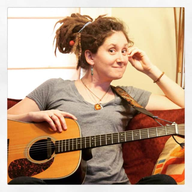 Kristen Graves will perform at Teaneck's Puffin Forum on Friday.