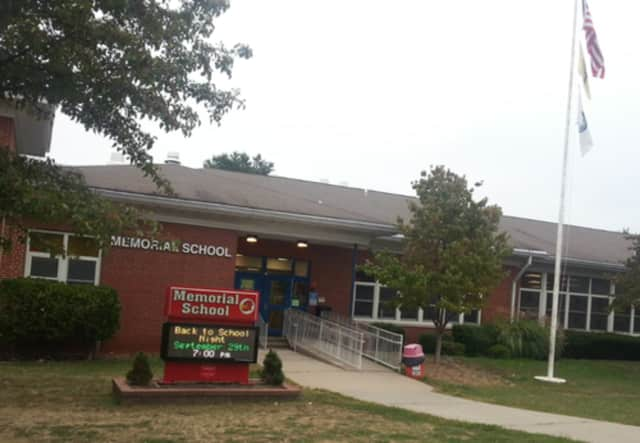 Maywood Memorial School will host a discussion about students and social media.