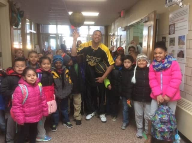 Speedy from the Harlem Magic Masters visited students at Brookside School.