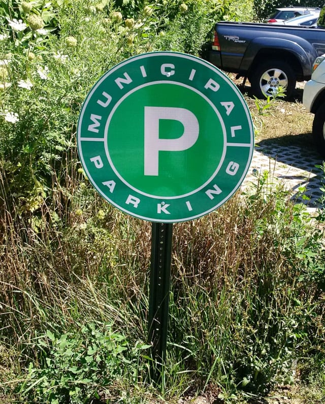 Municipal parking signs have been installed in Yorktown.
