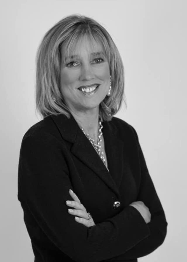 Nancy Kennedy is an Associate Broker for Houlihan Lawrence who works in Croton.