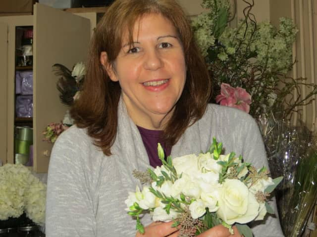 The New Canaan Beautification League is excited to host Maureen Laning, long-time owner of Bedford Village Florist, in a flower arranging demonstration.