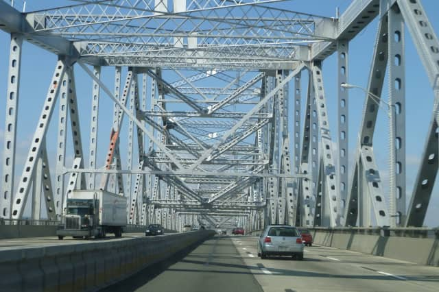 Work on the new Tappan Zee Bridge's all-electronic toll-collection system will cause temporary lane and ramp closures on the New York State Thruway over the next week.